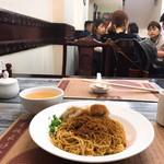 Wong Chi Kei Congee & Noodle - #家庭画報風味。しかし原田曜平さんが言うようにInstagramとTikTok効果で、アジアの若者はホントにファッションが単一化、話さなければ見分けが付きにくくなったな。