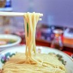 カドヤ食堂 - 平打ちストレートの太麺!