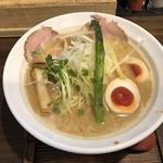 麺 チキンヒーロー - 鶏極濃味玉プラス