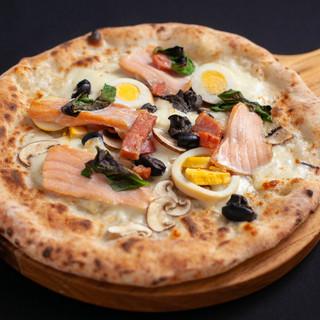 石釜で焼上げるモチモチ絶品ピザ