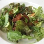 99090582 - イカとオリーブのトマトマリネ バレンシア風。酸味と塩気のバランスが良好な前菜です。