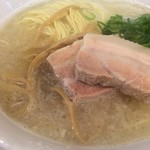市川商店 - 料理写真:期間限定 とろ豚塩らぁ麺  ガツ盛