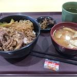 みのり食堂 - 料理写真:上州牛すきやき丼(豚汁セット)900円