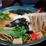 みすゞ庵 - おつゆが甘め醤油味なのが、九州人の私にはとっても嬉しい♪