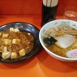 難地 - 料理写真:ラーメン&半麻婆丼