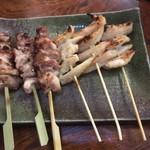 炭火焼 鳥繁  - 比内地鶏正肉(左)と軟骨