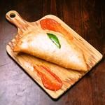 マルゲリータのパンツェロッティ(トマト、水牛モッツァレラ、バジル)