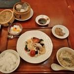 Bejichainanangokushuka - [料理] この日のディナーセット 全景♪w (蒸し点心の蓋を取った所)