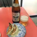 山田屋 - 瓶ビール580円、半餃子300円