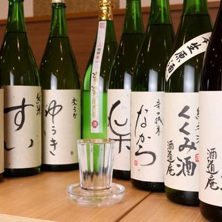 グラスの下皿まで並々こぼしてご提供!季節の日本酒あり〼。