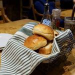 用賀倶楽部 - パンとドリンクはセットでついてきます。