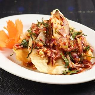 タイ人シェフの調理する幅広いタイ料理メニュー