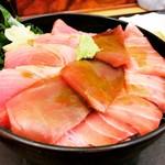 中央食堂 - マグロ三昧丼