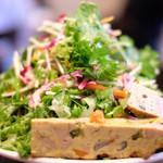 99127123 - ランチコース 1200円 のフリッタータと有機野菜のサラダ