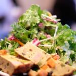 99127144 - ランチコース 1200円 のフリッタータと有機野菜のサラダ