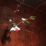 99127259 - 花は椿、枝は黒文字でした