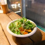 モボ・モガ - ハンバーグライス・セットのサラダ。
