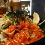 モガ カフェ - ガーリック醤油ハンバーグになぜかトマトソース!