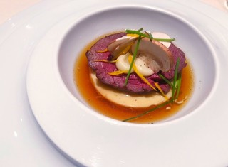 ビストロアム - 鹿肉のロースト コンソメスープ仕立て 木ノ子のフラン