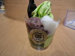 一〇八抹茶茶廊 渋谷店 - あずき白玉パフェ