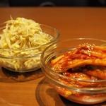 焼肉ホルモン 山水縁 - 白菜キムチともやしのナムル