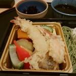 旬菜三山 - 季節野菜と海老蟹天ぷら。