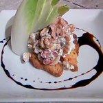 ロコディッシュ - ローストナッツとアンディーブのサラダ。