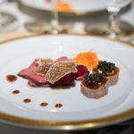 洋食 つばき - 鹿児島牛のランプのローストビーフ、白トリュフ、  柿とクリームチーズ、キャビア