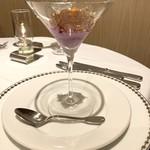 99151562 - 3層になっている、紫芋のムースとコンソメジュレ
