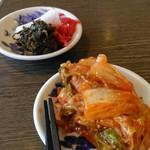 大阪ふくちぁんラーメン - 料理写真:キムチは好きな味