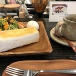 ブウロ珈琲店 - 料理写真:モーニング、ドリンク代プラス100円です(2018.12.27)