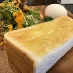 ブウロ珈琲店 - ある、神戸のお店のパン、厚切りでもちもちでメチャクチャ美味しいトーストです(2018.12.27)