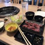 やいた楼 - 料理写真:焼き肉定食880円です(2018.12.27)