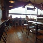 黒レンガ倉庫Cafe - お店内観 6・7番搭乗口の近く