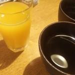 洋食 花乃湯 - ドリンク写真:■食後のドリンク■温かいほうじ茶orオレンジジュース♪
