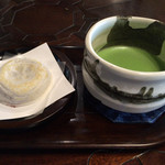 茶房 ぎゃらりー かさの家 - 「抹茶セット(梅ケ枝餅付き)」650円