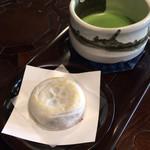 茶房 ぎゃらりー かさの家 - 太宰府名物の「梅ケ枝餅」