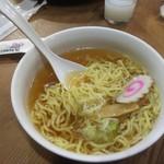 大榮餃子房 - ミニラーメン具は少ないでやすが、しっかり出汁の出たスープ!具入りの物本を食したくなりやした!