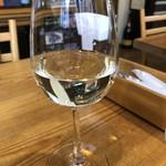 カンティーナ ペッリコレ - ◆ドリンクメニューにワインがありましたので、お昼ですがツイ・・(^^;)。白を頂きましたが赤も用意されています。 軽めで飲みやすいワインでしたよ。