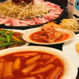 豊富な韓国料理メニュー