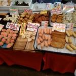 (有)高松の蒲鉾 - 奥の餃子巻きは博多では定番