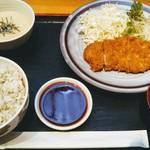泰山 - 黒豚ロースカツ定食1000円