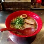 九龍 - 料理写真:九龍ラーメン(麺大盛)600円+100円