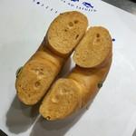 ピエトロセントラーレ - パンプキン&ホワイトチョコベーグル(170円)