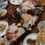 旅館さわき - 料理写真:伊勢海老、アコウ、鯛、サザエ