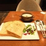 99188135 - 淡路玉葱のグラタントースト&スープ((2018.01.17)