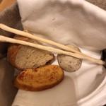 99188693 - ゆかり入り、鰹節入り、トマト入りのパン
