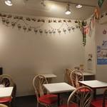 サクラカフェ神保町 - クリスマスモードな店内
