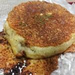 イトキト - ボロネーゼと2種のチーズの平焼きパン270円