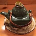 99189845 - 椀物 鯛の炙りと蕪の土瓶蒸し